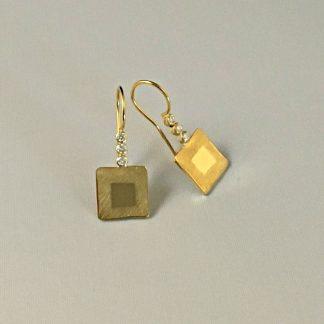 Foto van diamant oorbellen van goud.