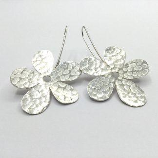 Foto van zilveren bloem oorbellen