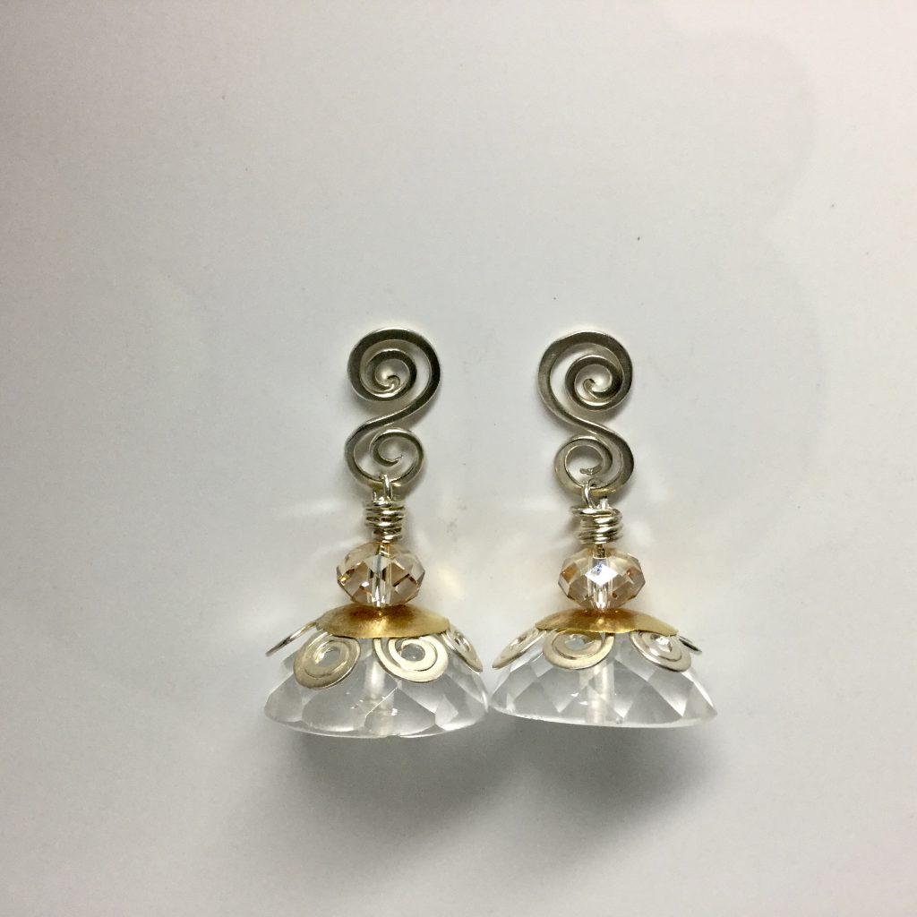 Foto van bergkristal oorbellen.