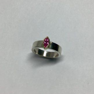 foto van Roze zirkonia ring