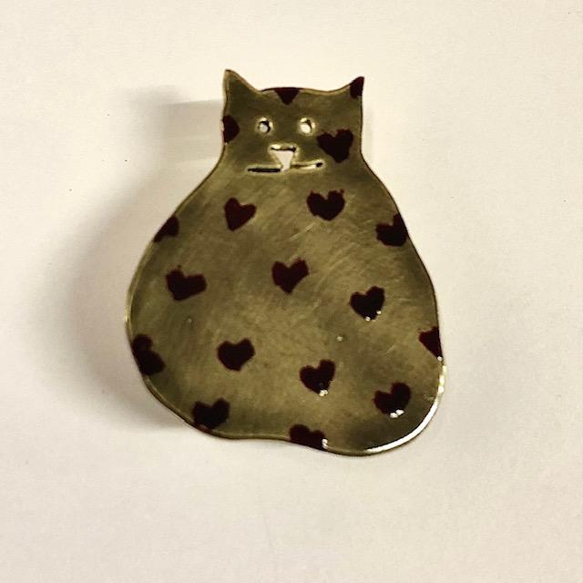 foto van een kat met hartjes broche