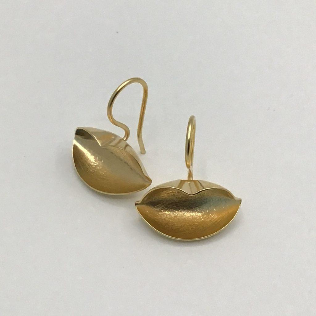 foto van kusjes 18k verguldde oorbellen